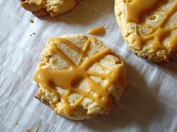 Cashew caramel cookies